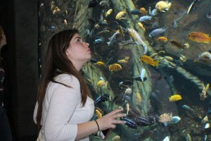 Esther lookin at fishies